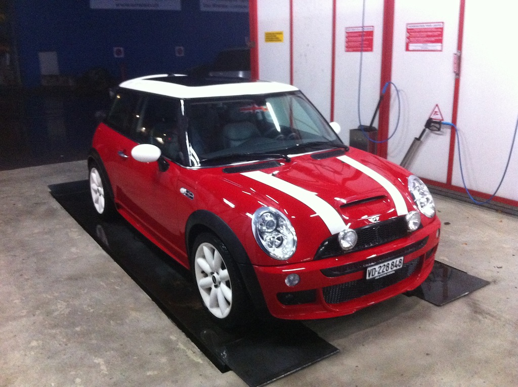 vends mini cooper s avec aerokit jcw d 39 origine carreraclub. Black Bedroom Furniture Sets. Home Design Ideas